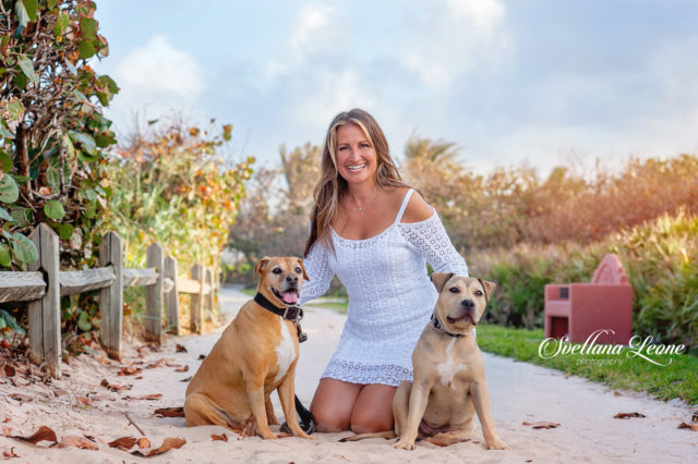 Jupiter Family Photographer: Holly & Eddie with their dogs