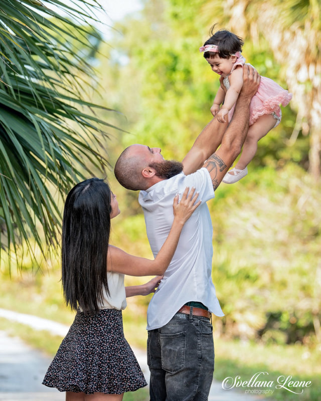 Palm Beach Gardens Photographer: Leticia & Christopher with their baby